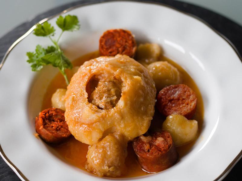 Patata rellena de Chorizo de León  al vino Alvarín